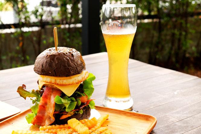 Cervezas de trigo y hamburguesas gourmet, todo un placer por descubrir