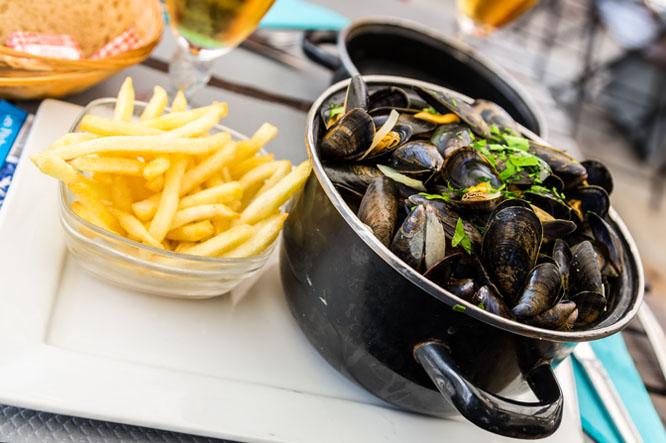Stella Artois y moules frites, el placer belga más irresistible