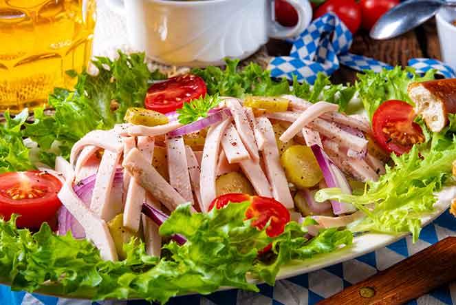 Franziskaner Hefe Weissbier Naturtrüb y Kartoffelsalat, maridaje de Oktoberfest